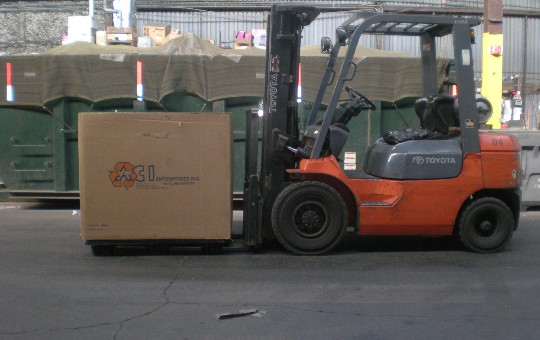 gaylord_against_forklift